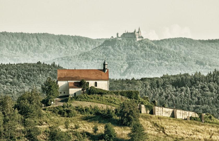 Nikon AF-S NIKKOR 180–400mm f/4E TC1.4 FL ED VR: Wurmlinger Kapelle & Schloss Hohenzollern